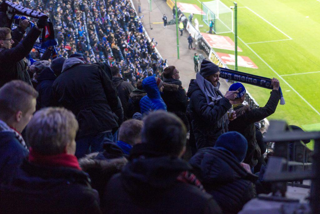 Zuschauer beim HSV-Spiel
